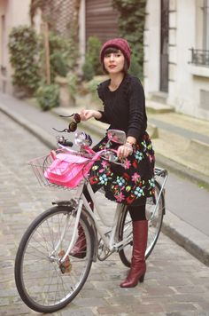 paris cycling chic